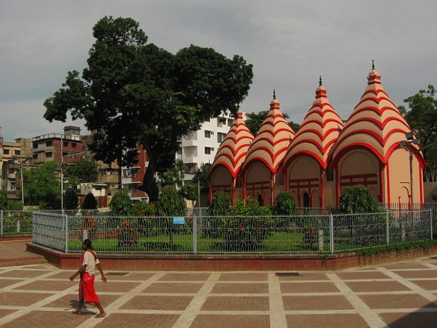 The main Hindu temple in Dhaka. (Photo by Joe Coyle, Creative Commons License)