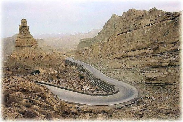 A view of Makran Coastal Highway. (Photo by junaidrao, Creative Commons License)