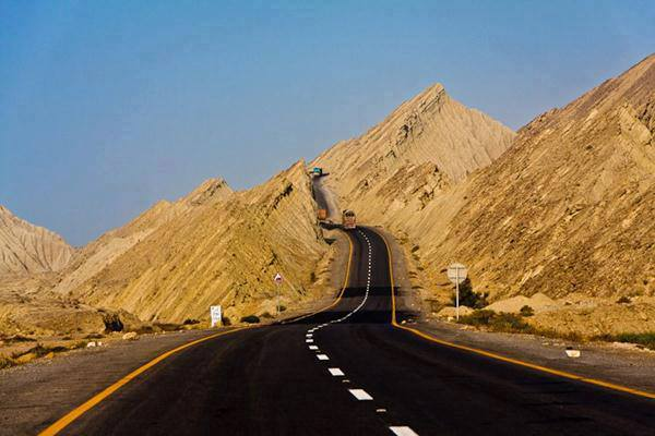 Awesome View of Makran coastal Highway Near Buzi Pass Balochistan, Pakistan. (Photo by junaidrao, Creative Commons License)