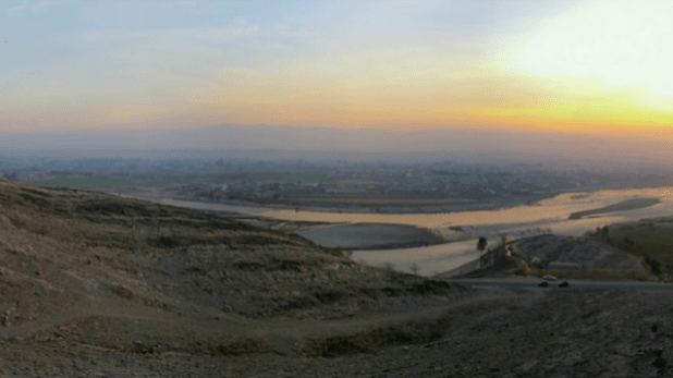 The Kabul river flowing past Jalalabad. (image by Peretz Partensky, via thethirdpole.net)