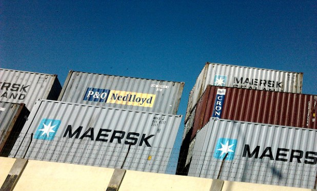 Containers at Karachi port. Sheryaar Jivani. (photo by Sheryaar Jivani, CC license)