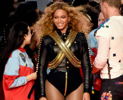 Beyonce receates micheals costume at superbowl '93