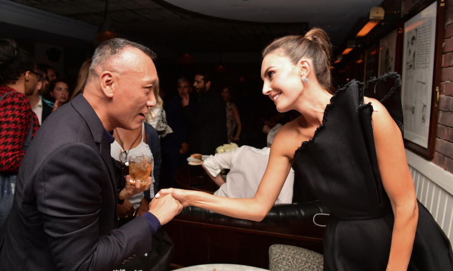 """Joey Zee and Elizabeth Chambers chatting at the """"Beautiful Boy"""" premiere afterparty hosted by Hugo Boss and Amazon Studios at Soho House (Photo: George Pimentel/Getty Images for Hugo Boss) 