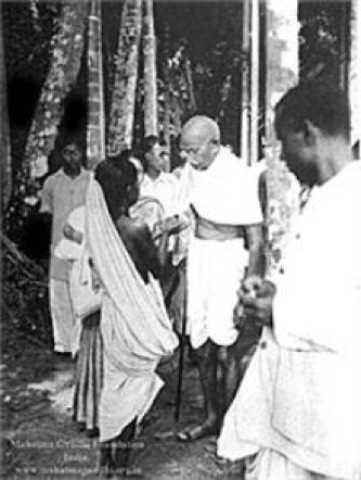 Gandhi_in_Noakhali