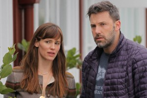 LOS ANGELES, CA - JUNE 10: Jennifer Garner and Ben Affleck are seen in Brentwood on June 10, 2015 in Los Angeles, California.  (Photo by Bauer-Griffin/GC Images)