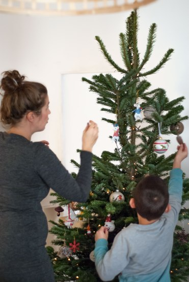 christmas-tree-classic-family-time-16