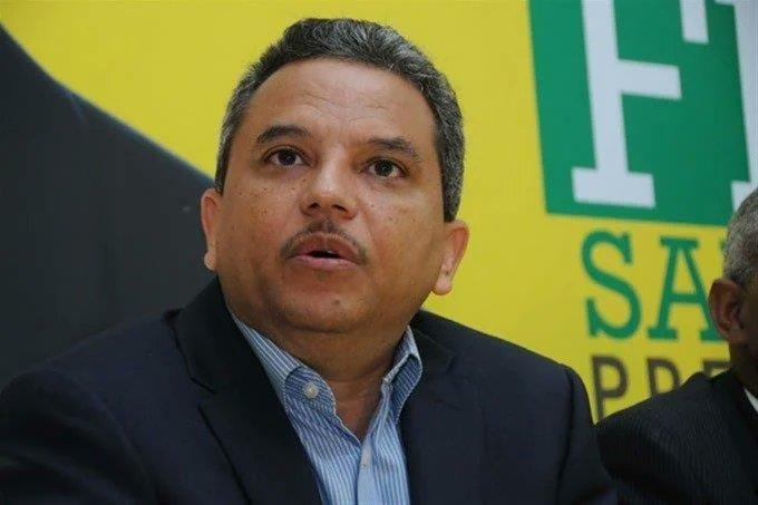 Fidel Santana renuncia como presidente al Frente Amplio