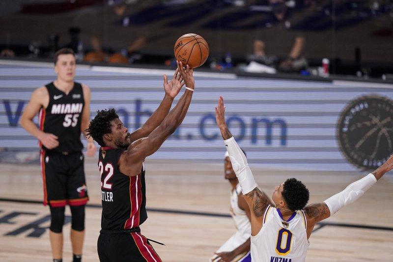 Butler se luce y el Heat recorta desventaja 2-1 ante Lakers
