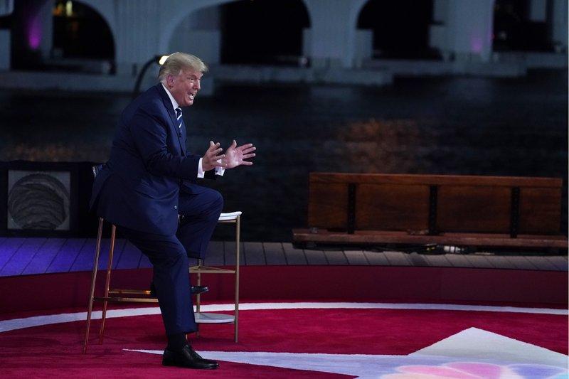 AP Explica: Qué hay tras el comentario de Trump sobre QAnon