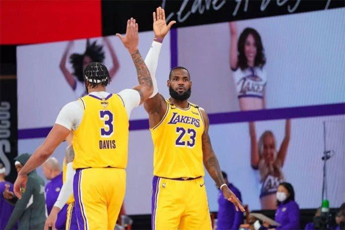 LeBron y Davis lideran el quinto triunfo consecutivo de Los Angeles Lakers
