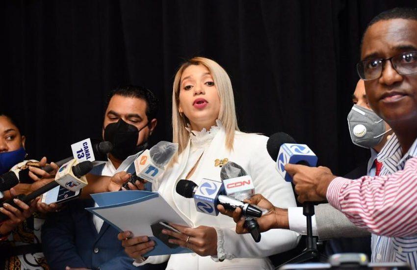 En medio de cuestionamientos, Kinsberly Taveras solicita al presidente licencia del Ministerio de la Juventud