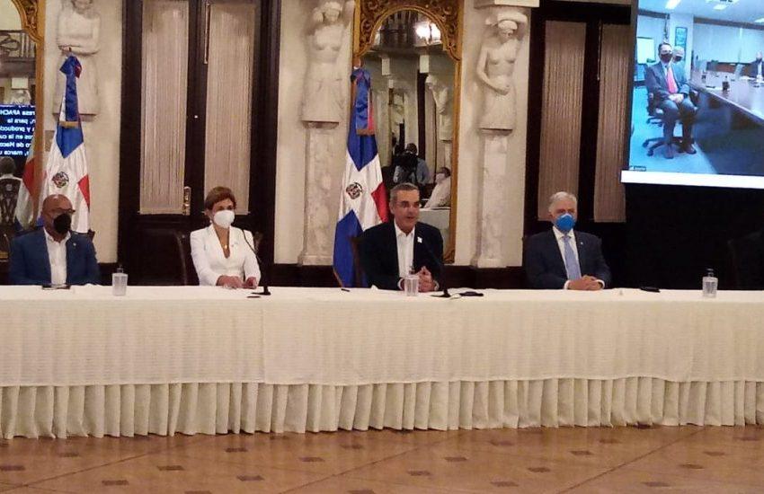 República Dominicana firma con Apache su primer contrato de exploración petrolera