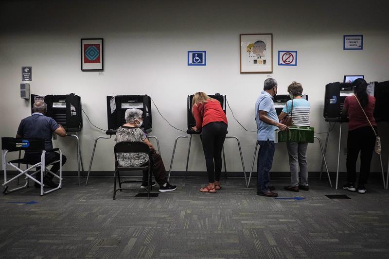 Arranca votación anticipada en persona en Los Ángeles, la más grande de EEUU