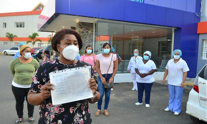 Enfermeras llevan ocho meses sin cobrar
