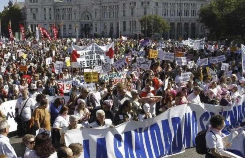 Miles de personas se manifiestan en Madrid a favor de la sanidad pública