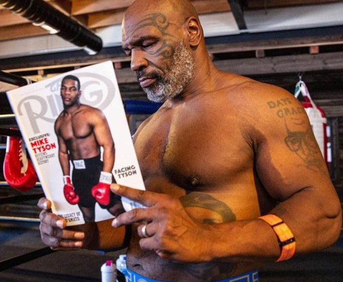 Mike Tyson ofreció una gran exhibición en una pelea frente a Roy Jones