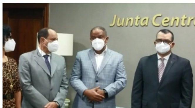 Comisión PLD visita JCE; relegan diferencias con Román Jáquez