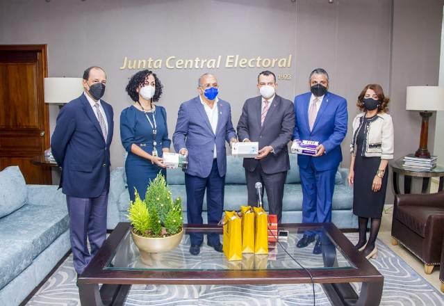 JCE dona un millón de guantes quirúrgicos a Salud Pública