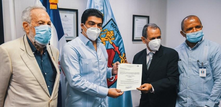 """Felipe Suberví es designado """"Socio Honorifico"""" por ADIS"""