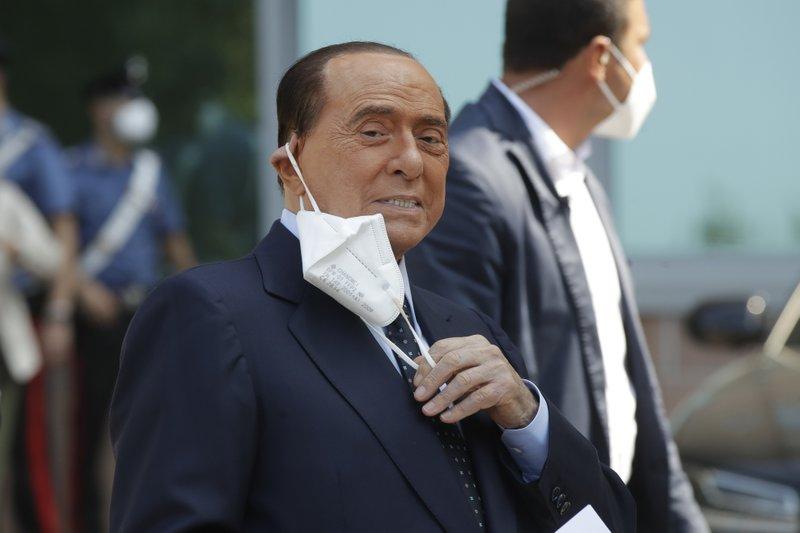 El exlíder italiano Berlusconi es dado de alta del hospital