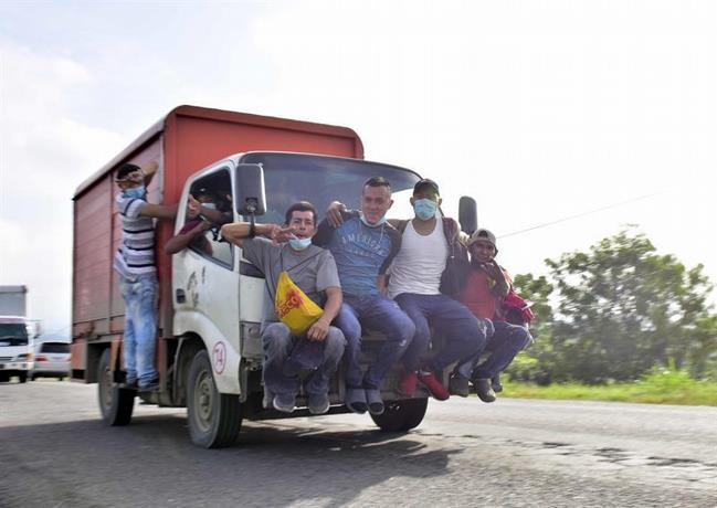 La mayoría de la caravana hondureña cambia de ruta en su camino a Guatemala