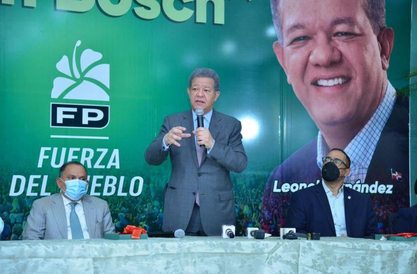 Leonel expresa confianza en vacuna contra el COVID-19; juramenta diputado en la FP