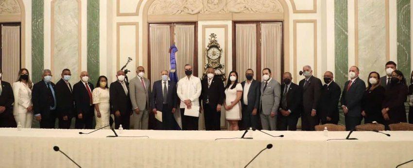 Nueva Directiva del CONEP acude a Palacio y manifiesta apoyo al gobierno