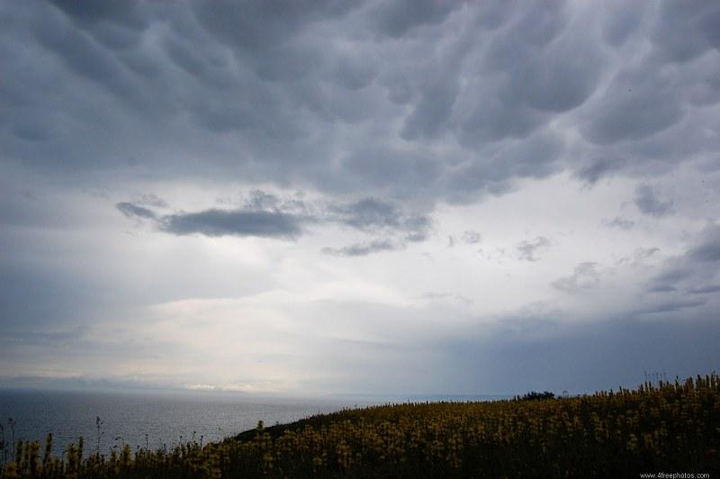 La ONAMET pronostica cielo medio nublado a nublado con aguaceros localmente moderado a fuertes en ocasiones