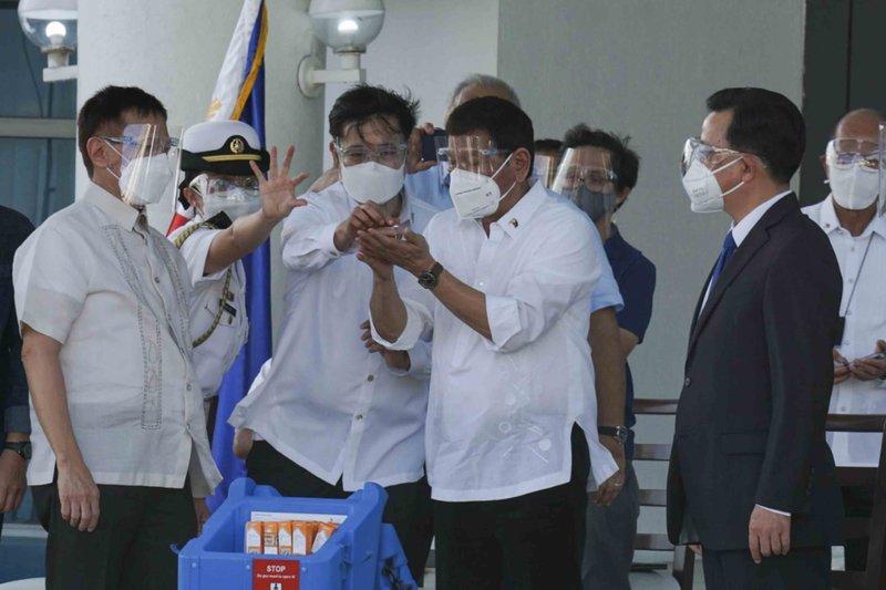 Filipinas recibe 600.000 dosis de vacunas donadas por China
