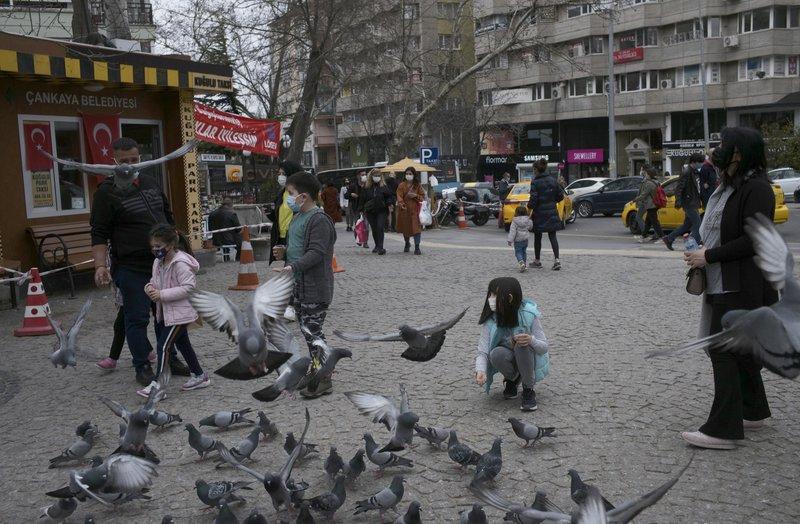 Turquía reporta cifra récord de decesos por COVID-19
