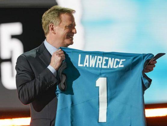 Jaguars reclutan a Lawrence como 1ra selección del draft