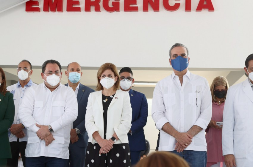 Abinader pone en servicio área de emergencia del hospital de Pimentel y destina recursos para otras obras