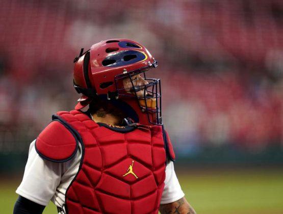 Catcher Yadier Molina ingresa a lista de lesionados