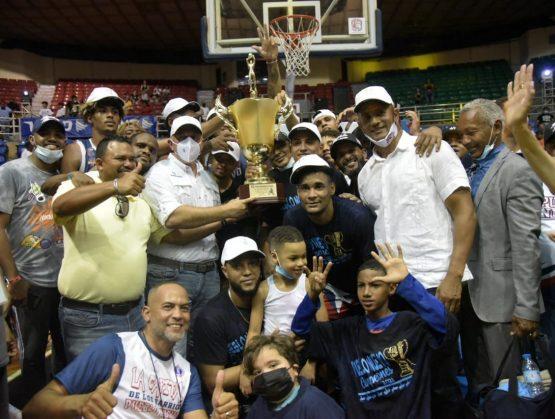 Pueblo Nuevo barre la serie final del TBS Santiago y conquista su novena corona en la historia