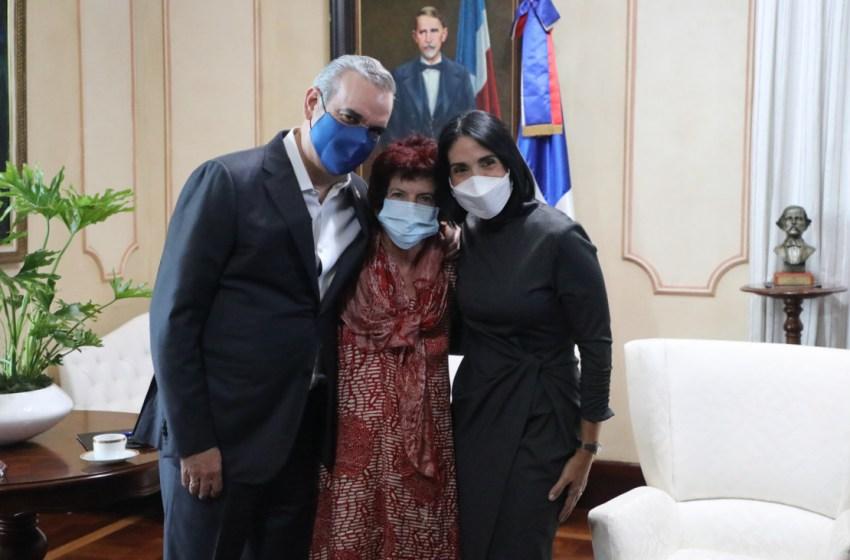 Presidente Abinader recibe a la actriz y productora cinematográfica Jane Chaplin