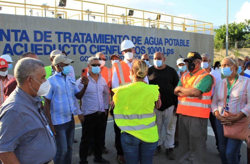 Comunitarios Santiago Oeste manifiestan alegría por acueducto Cienfuegos