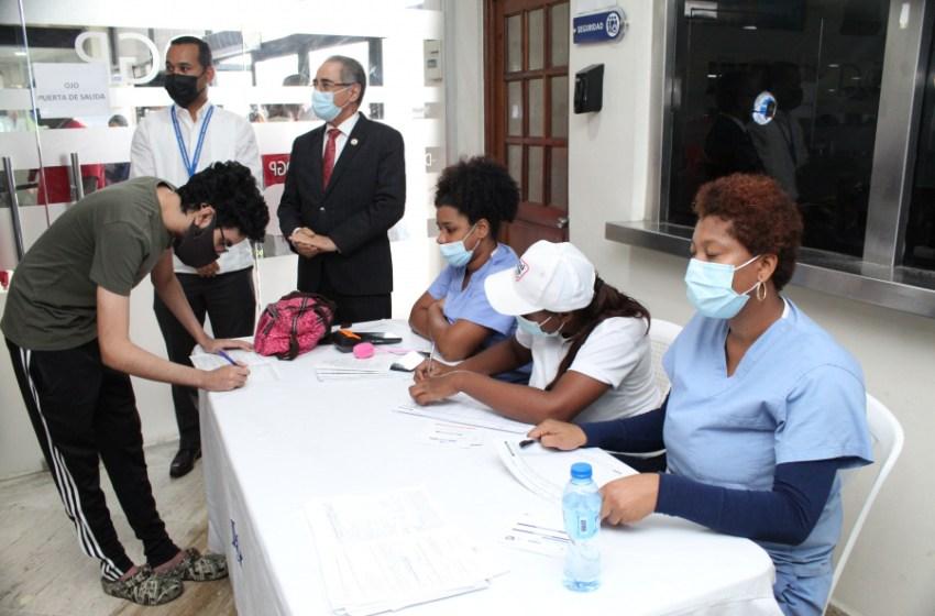 Pasaportes dispone de centro de vacunación en sede central para publico en general
