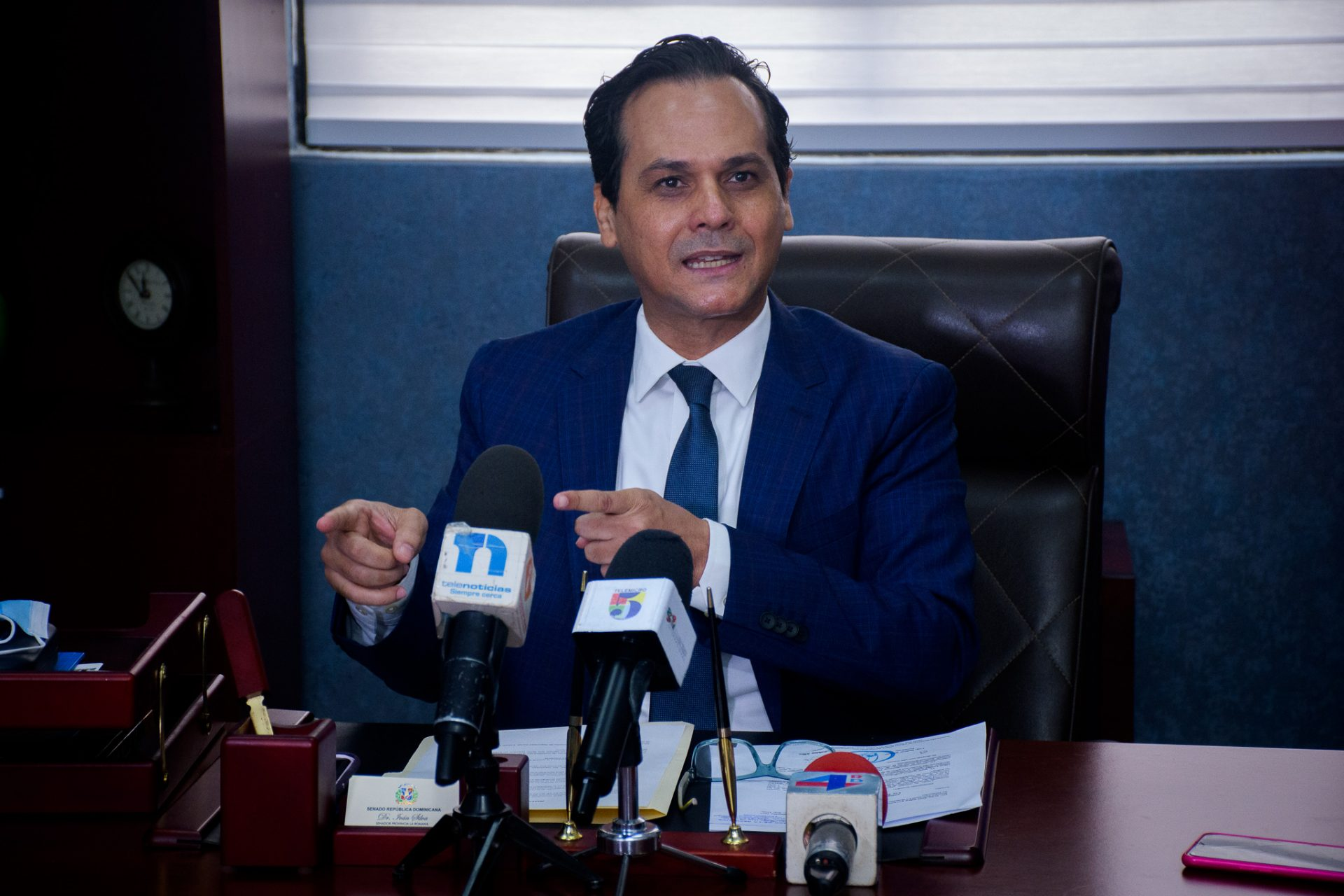 Senador Iván Silva somete proyecto de ley para garantizar empleos a los pilotos dominicanos