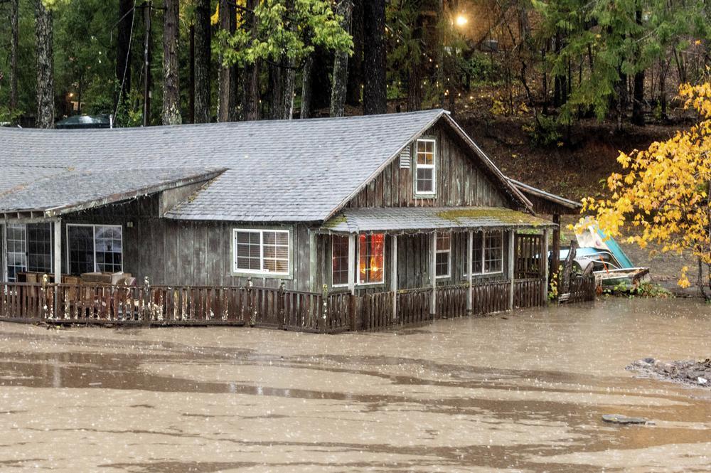 Tormenta deja daños en norte de California, se dirige al sur