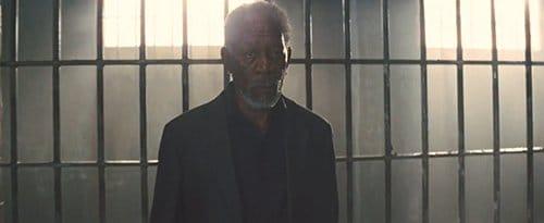 Thaddeus é enquadrado pelo olho e jogado na cadeia.