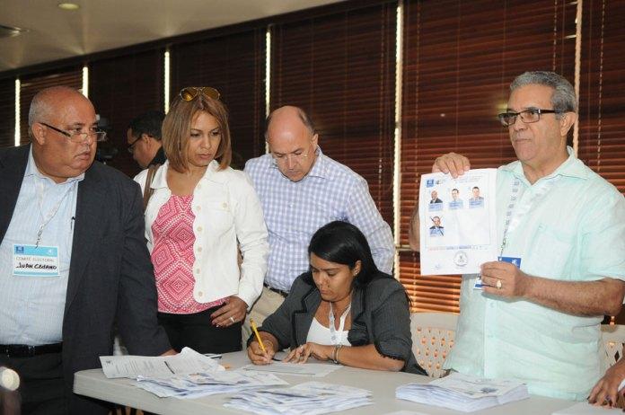 Conteo de los votos de las elecciones del Consejo Superior del Ministerio Público.