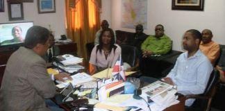 Funcionarios dominicanos y haitianos durante el encuentro