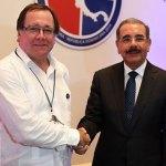 El presidente Danilo Medina con el canciller de Nueva Zelanda, Murray Stuart.