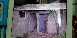 En esta casa, sin puertas, sin ventanas, sin gente, dice la Policía que encontró al menor secuestro en La Caleta, Boca Chica. (Fotos: Genris García) 700