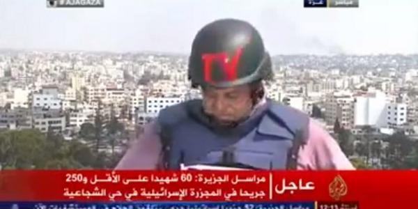 El periodista llora en medio del reporte sobre los bombardeos en la Franja de Gaza
