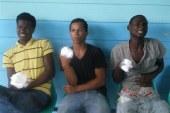 """Narcos cortan los dedos a jóvenes intentaron darle """"tumbe"""""""