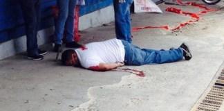 Cadáver del reportero gráfico Newton González, asesinado en Santiago por desconocidos. (Redacción CitySantiago) - See more at: http://www.elcaribe.com.do/2014/07/01/camarografo-asesinado-habria-salido-cobrar-dinero-fue-despojado-motor#sthash.R5Rb5kCd.dpuf