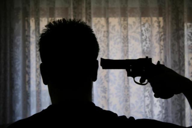 La Policía cree que el hombre mató a su madre e hirió a su mujer antes de suicidarse.