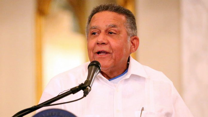 Juan Bolívar Díaz Santana, recibió de manos del presidente Danilo Medina el Premio Nacional de Periodismo 2014.