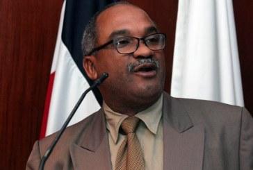 """Olivo de León advierte """"periodistas vendidos"""" no merecen ser miembros del CDP"""